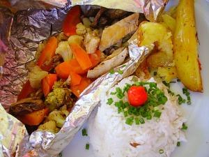 Papelote de frango com shitake e legumes