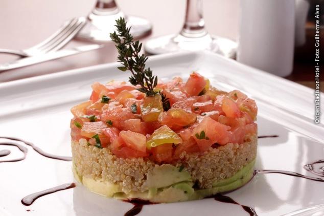 Tartare de tomate com quinoa